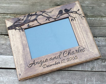 Love birds wooden picture frame, custom wedding photo frame, personalized photo frame, 5x7 horizontal picture frame, wedding gift, shower
