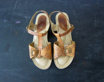 Tan Brown Leather Sandals Vintage Buckled Sandals Boho Summer Huaraches Shoes Wooden Heels 1970s Women's Size 9