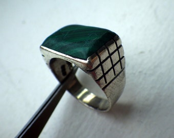 Sterling Silver and Malachite Ring - Size  9 - Hallmarked - Vintage