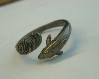sterling silver dolphin ring  ( B 97 )