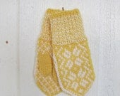 Handknitted norwegian mittens for children in yellow and white