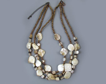 Fun vintage big chunky 3 strand mother of pearl shell necklace
