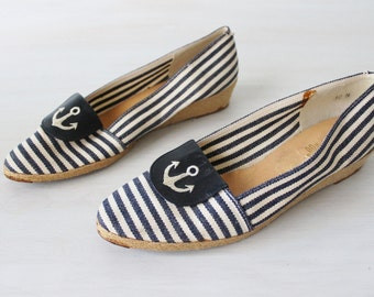 Vintage Espadrilles Navy and White Striped Slip On Canvas Shoes / Leather Trim / Nautical Shoes / Pappagallo / Size 10