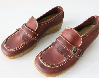 Vintage 1970s Leather Loafers Slip Ons Tassels / Thick Rubber Soles / Size US 8M Euro 38-39 UK 6 / Trotters Shoes