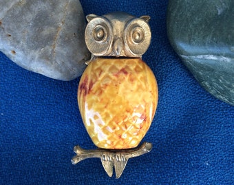 Fantastic Vintage Owl Brooch Pin Gold Tone Metal and Ceramic Modern 60's Retro 70's