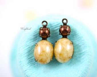 Pearlish Beige & Copper Vintage Glass Stones 1 Ring 18x8mm Antique Brass Prong Settings - 2