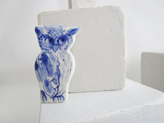 Owl  brooch- pin - Hand painted blue and white porcelain