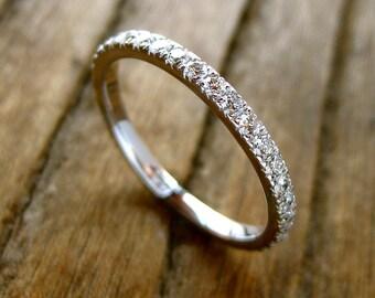 Elegant Diamond Wedding Ring in 18K White Gold Eternity Style Size 5