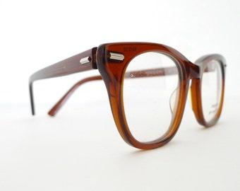 Big NOS SHURON Commanding Brown Wayfarer Eyeglass Sunglass Frame James Dean Geek RayBan-ish Freeway 52mm Lens/22mm Bridge/6 Inch Arm Unused