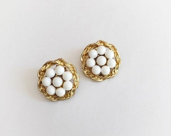 ON SALE Vintage Gold Tone and White Plastic Flower Beads Clip On Earrings
