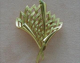 Crown Trifari Goldtone Lattice Design Brooch Pin