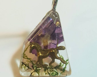 Horse Charm Real Purple Flower Green Moss Nature Pendant  Resin Necklace Pet Animal   Bohemian Jewelry