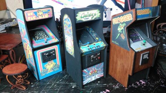 Dollhouse miniature arcade machine, 1/12 scale