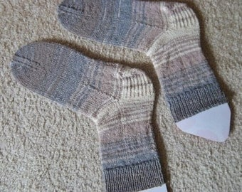 Socks - Hand Knitted Socks - Selfstriping in Mixed Colors of Beige and Grey - Unisex