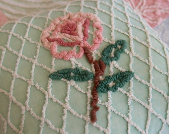 "SUMMER SALE Vintage Chenille Pillow 14"" x 14"" in a Cabin Crafts green, white needletuft lattice & needletuft flower - P118"