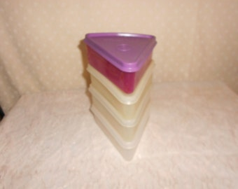 Tupperware pie wedge / triangle containers (4) with lids Read details