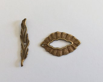 Woodland Antique Brass Leaf and Toggle Clasp Set, 1 inch Leaf and Toggle Set