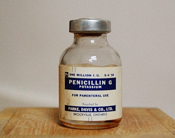 Vintage Medical Doctor Glass Bottle of Penicillin Medicine for Vaccination with 1966 Potassium Original Label.