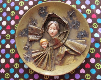 Beautiful Vintage Madonna and Child Paper Mache Plate