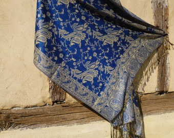 "Reversible Dark Blue Pashmina shawl/stole. With cream. 70 x 28""  178 x 71 cm"