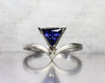 Trillion Cut Lab Created Sapphire Engagement or Fashion Ring 14k White Gold Modern Cobalt Blue Conflict Free Gemstone Triangle - Kobaltblau