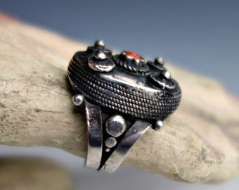 Coral Silver Antique Ring