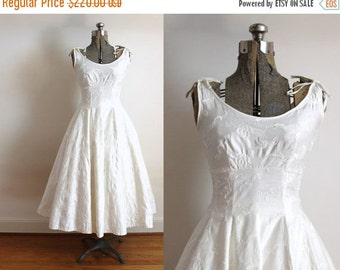 ON SALE 50s Wedding Dress / 1950s Floral Embroidered Polished Cotton Ivory Full Circle Skirt Wedding Dress