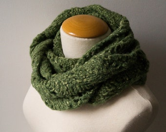 Olive Green Mobius Scarf made of Alpaca Silk and Merino, Soft, Warm and Reversible