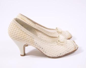 Early 1940s Ivory Mesh Heels size 7 - Era Ivory Pumps - Cream Pumps - White Heels // 1940s Peep Toe Pumps