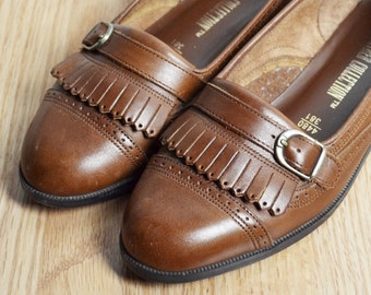 SALE / Shoes Skimmer Loafers / Brown Leather Fringe Buckle / Spectator / Fall Preppy Granny / 90s Vintage / Size 7 / Euro 37.5