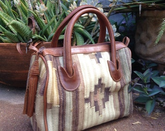 Vintage KILIM purse doctors bag with tassel / Earth tone neutral woven cotton / Bohemian hand bag
