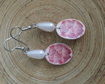 Scrimshaw Earring Set Lovely Pink Purple Flowers and Pearl Bead OOAK Great Gift Idea