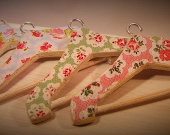 12th Scale Doll House Shabby Chic Set of Four Clothes Hangers