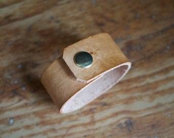 The Adventurer Leather Cuff in Timber (Medium)