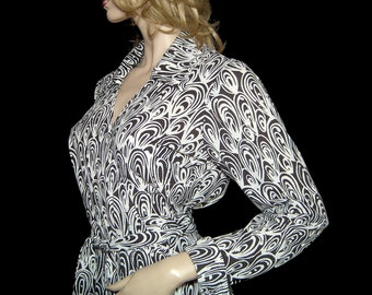 Iconic 1970s DVF wrap cotton jersey dress ~ M/L ~ graphic black white swirly circles novelty print ~ knee length ~ 70s Diane von Furstenberg