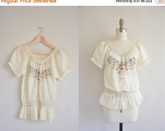 Anniversary SHOP SALE... 1940s blouse / 40s ethnic cream blouse / 1940s embroidered blouse