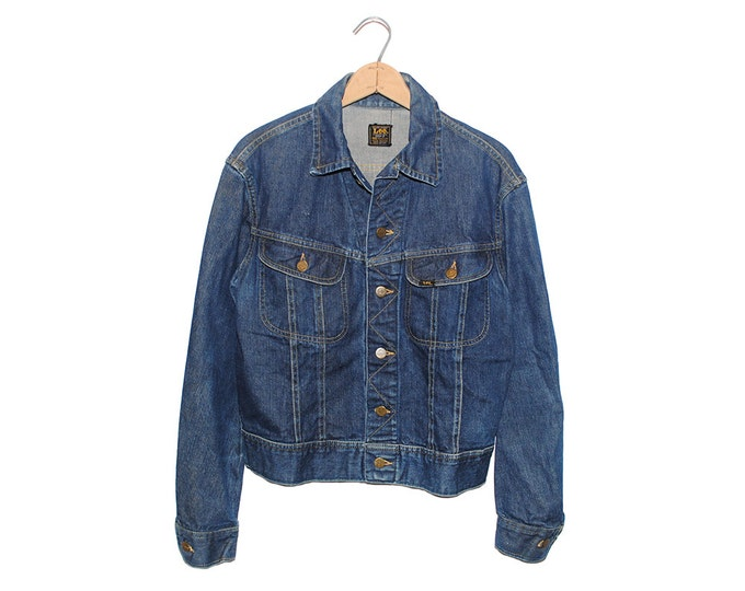 Vintage Lee Jean Jacket 101-J Sanforized Denim Union Made in USA - 40 Regular. This jacket is early  '60's, no mr on tag.  (OS-DJ-15)