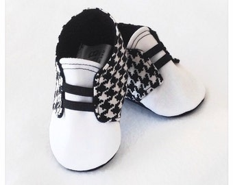 Black and White Baby Shoes with Elastic | Houndstooth | Newborn size up to 18 Months