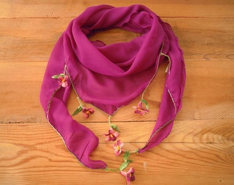 Violet triangular scarf with pink crochet flowers