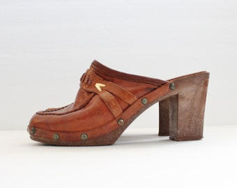Vintage 70s Whiskey Brown Leather Clog Faux Wood Sole Heels // Women 5M // Enrico Sergio