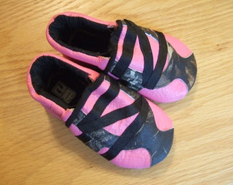 pink baby girl tennies real tree camo zig zag striped 12-18 month size 5