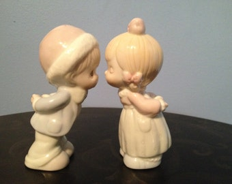 Collectible 1996 Precious Moments Housewares Home Decor Salt and Pepper Shakers