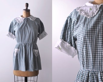 1930's gingham blouse. 30's playsuit top. green & white plaid. ruffled collar. 30 large top.
