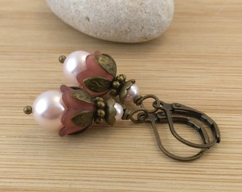 Pink Pearl Lucite Flower Earrings. Victorian Jewelry. Pearl Earrings. Lucite Flower Jewelry. Vintage Style.