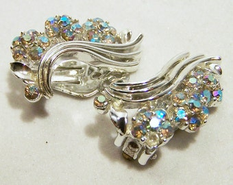Lisner Rhinestone Flower Earrings Aurora Borealis Silver Tone Mid Century Jewelry  1115DG