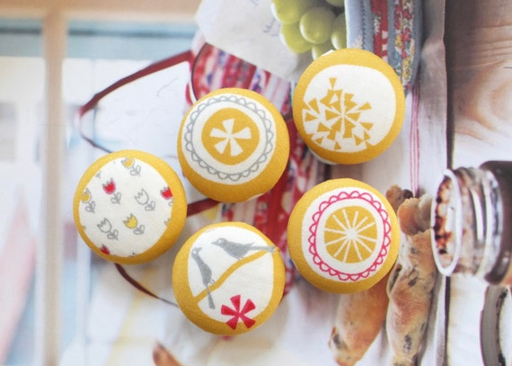 Fabric Covered Buttons (L) - Chic Lovely Zen Mustard Yellow Bird Birds Couple Tulip Flower Circle Wreath Geometry Pattern (5Pcs, 0.98 Inch)