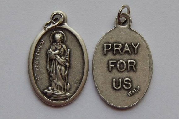 5 Patron Saint Medal Finding - St. Matthew, PRAY FOR US, Die Cast Silverplate, Silver Color, Oxidized Metal, Made in Italy, Charm, RM605
