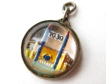 Vintage 1939 New York World's Fair Goofus Glass Intaglio Bracelet Charm Souvenir