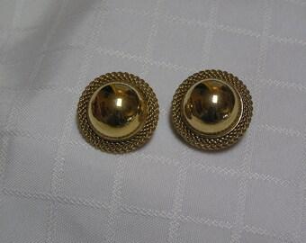 Vintage Trifari gold tone hemisphere braided rim clip earrings
