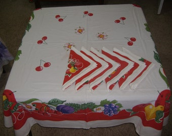 "Vintage Rectangular Tablecloth 62"" x 58"" with Six Napkins"